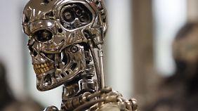 """Der """"Terminator"""" gehört zwar ins Reich der Fiktion - doch intelligente Waffensysteme gibt es schon heute."""
