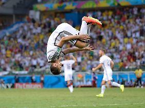 Bis ins hohe Fußballeralter machte Klose nach Toren seinen Salto.