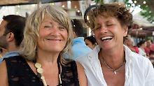 Jawort mit 75: Alice Schwarzer heiratet ihre Freundin