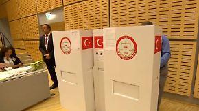 Lange Schlangen vor Wahlbüros: Deutschtürken stimmen über Präsidenten ab
