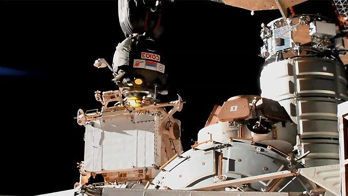 """Das Sojus-Raumschiff ist an die ISS angedockt - Gerst und Co. sind erfolgreich """"eingezogen""""."""