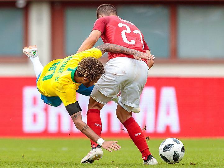 Neymar fällt dem österreichischen Publikum dann doch etwas zu häufig - und zu theatralisch.