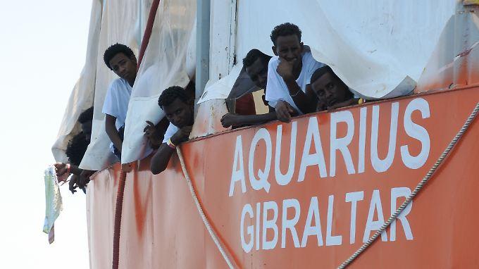 """Die 629 Flüchtlinge an Bord der """"Aquarius"""" wurden bei verschiedenen Rettungsaktion vor einigen Tagen aus dem Mittelmeer geholt."""