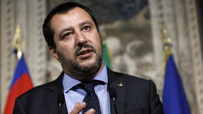 """Italiens Innenminister Salvini von der Lega Nord spricht von einem """"Sieg"""" und vom """"ersten erreichten Ziel""""."""