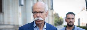 """Zu den Details der laut Kraftfahrtbundesamt """"unzulässigen"""" Abschalteinrichtungen schweigt Daimler-Chef Dieter Zetsche."""