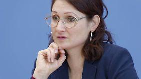 Die Jounralistin Ferda Ataman nimmt ebenfalls am Gipfel teil.