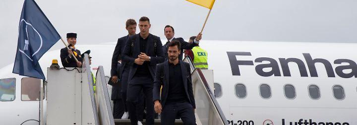 SPÄTER_Quartier mit Sowjet-Chic: SPÄTER_DFB-Team reist mit Motivation und Sorgen nach Moskau