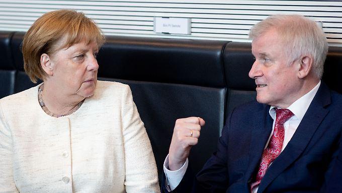Konfliktreiches Verhältnis: Merkel und Seehofer.