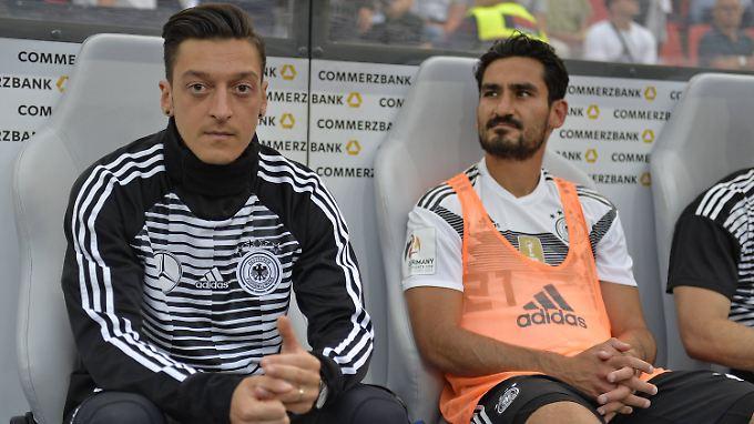 Weiterhin im Kreuzfeuer der Kritik: Mesut Özil und Ilkay Gündogan.