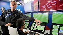 Haben (hoffentlich) den Durchblick: die Videoschiedsrichter bei der WM.
