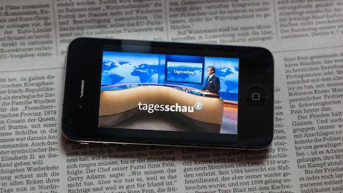 ARD und ZDF sollen sich online in Zukunft vor allem auf Fernseh- und Hörbeitrage konzentrieren.