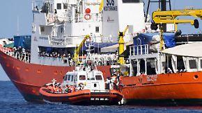"""Europa streitet wegen Flüchtlingsschiff: Spanien will Odyssee der """"Aquarius"""" beenden"""