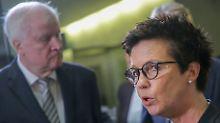 Innenminister zieht Konsequenzen: Seehofer entlässt Bamf-Chefin Cordt