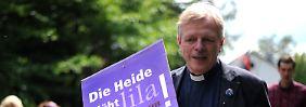 Wilfried Manneke bei einer Demonstration gegen Rechtsextremismus.
