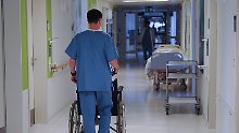 """""""Wir spielen jeden Tag Risiko"""": Personalnot bringt Pfleger an ihre Grenzen"""
