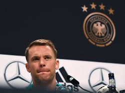 Kapitän schwört WM-Team neu ein: Beim DFB knallt's, Manuel Neuer freut's