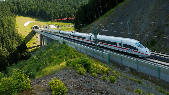 Günstig ja, pünktlich nein: Wie Bahnreisende Geld sparen können