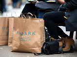 Textil-Discounter wie Kik und Primark profitieren von den Schnäppchen-Wünschen der Verbraucher.