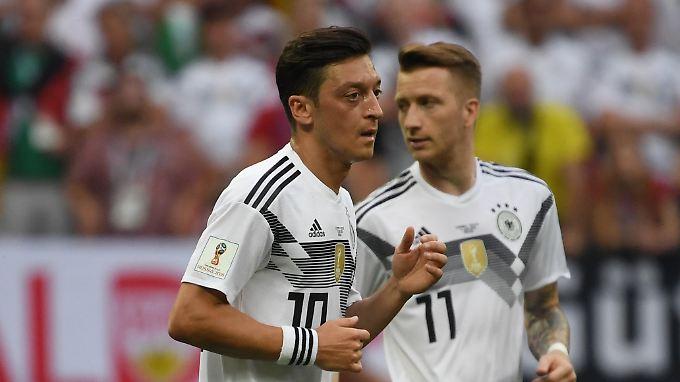 Bei Mesut Özil gab's während der WM viele Schatten-, aber auch Lichtmomente. Marco Reus kann dagegen mit seinem WM-Debüt zufrieden sein - nicht aber mit dem Abschneiden der Mannschaft.