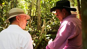 Juan Manuel Santos (r.), Präsident Kolumbiens, macht sich im Nationalpark Serrania de Chiribiquete selbst ein Bild.