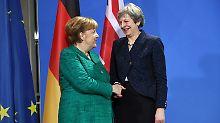 Theresa May laviert zwischen Brexit-Hardlinern und EU-Fans. Nun soll Angela Merkel ihr den Rücken stärken.