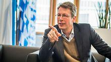 Neue Runde im Asylstreit?: CSU-General droht mit nationalem Alleingang
