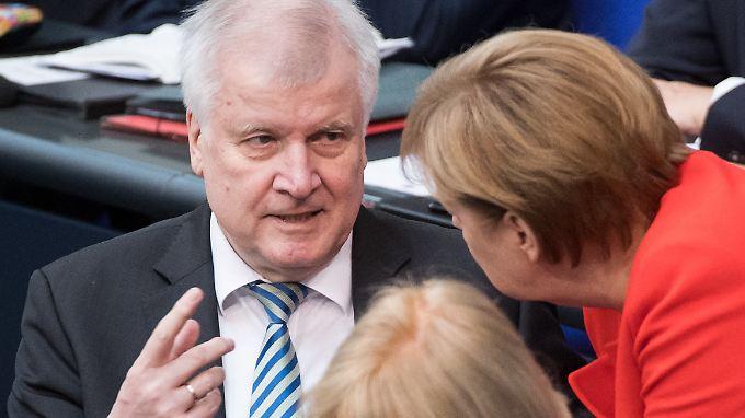 Während des gesamten Asylstreits drückte nur eine Minderheit der Deutschen Seehofer die Daumen - auch nach dem neuen Kompromiss gewinnt seine CSU keine Stimmen hinzu.