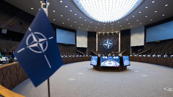 Die möglichen Bedrohungen aus dem Osten und Süden sollen auch Thema beim Nato-Gipfel in Brüssel sein.