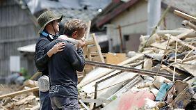 Erdrutsche haben in Japan vielerorts Häuser zerstört.