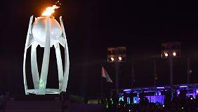 Das Olympische Feuer wird immer symbolträchtig in Szene gesetzt - wie hier in Pjöngchang, Südkorea.