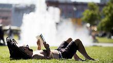 Auch die, die während der Sommerferien in Deutschland bleiben, kommen wettertechnisch auf ihre Kosten. Die Werte bringen es nächste Woche auf 23 bis 33 Grad.