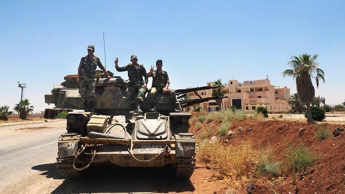 Syrische Soldaten nahe der Stadt Daraa (Archivfoto).