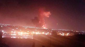 Zwölf Verletzte: Chemiefabrik explodiert nahe des Flughafens in Kairo