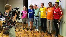 Organisator Alexander Agapov (in Grün) hat unter anderem Schiedsrichter Ryan Atkin (in Rot) zur LGBT-Konferenz geladen.