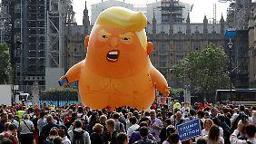 Ein Ballon in Form eines Baby-Trumps mit Windel schwebte über Londons Innenstadt.
