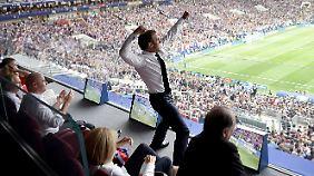"""""""Les Bleus"""" feiern WM-Sieg über Kroatien: Macron und Frankreich rasten kollektiv aus"""