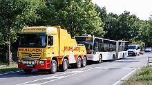 Fahrgäste überwältigen Täter: Verletzte nach Messerangriff in Lübecker Bus
