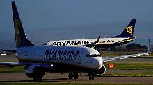 Streiks und günstige Tickets: Gewinneinbruch bei Billigflieger Ryanair