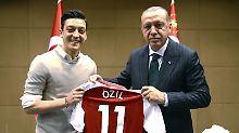 "Löws Manager äußert sich: ""Özil hätte Erdogan-Treffen absagen können"""