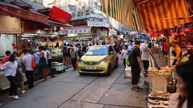 Klein und wendig: Der Smart kann in den engen Straßen von Hongkong seine Vorteile voll ausspielen.