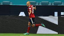 Arjen Robben trifft gegen Manchester City - nach Vorlage von Franck Ribéry.