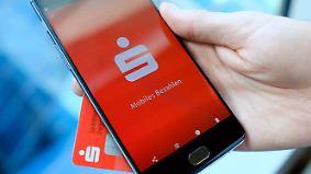 Smartphone als digitale Geldbörse: Sparkassen starten eigene Bezahl-App