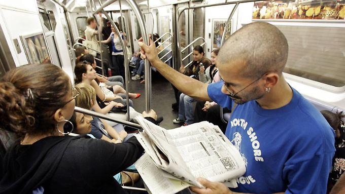 Fahrgäste in der New Yorker U-Bahn: Bei der Studie ging es den Forschern vorrangig um eine Bestandsaufnahme und nicht darum, Gesundheitsrisiken zu identifizieren.