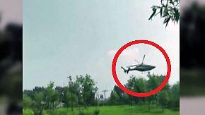 Kaum zu glauben, aber wahr: Helikopter stürzt auf Parkplatz