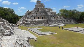 """Die """"Pyramide der fünf Stockwerke"""" in Campeche."""