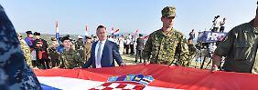 """Zagreb feiert """"Tag des Sieges"""": Serbien vergleicht Kroaten mit Hitler"""