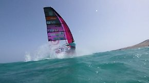 Speed-Slalom vor Fuerteventura: 46-jähriger Windsurfer lässt junge Konkurrenz alt aussehen