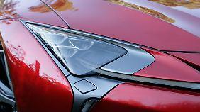 Scharf gezeichnet: Die Hauptscheinwerfer des Lexus LC 500 sind in LED-Technik ausgeführt.