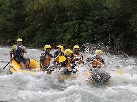 Wie man als Team den Kopf über Wasser hält, übten die Nürnberger beim Rafting.