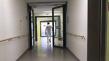 Seniorinnen sexuell genötigt: Übergriffiger Altenpfleger vor Gericht